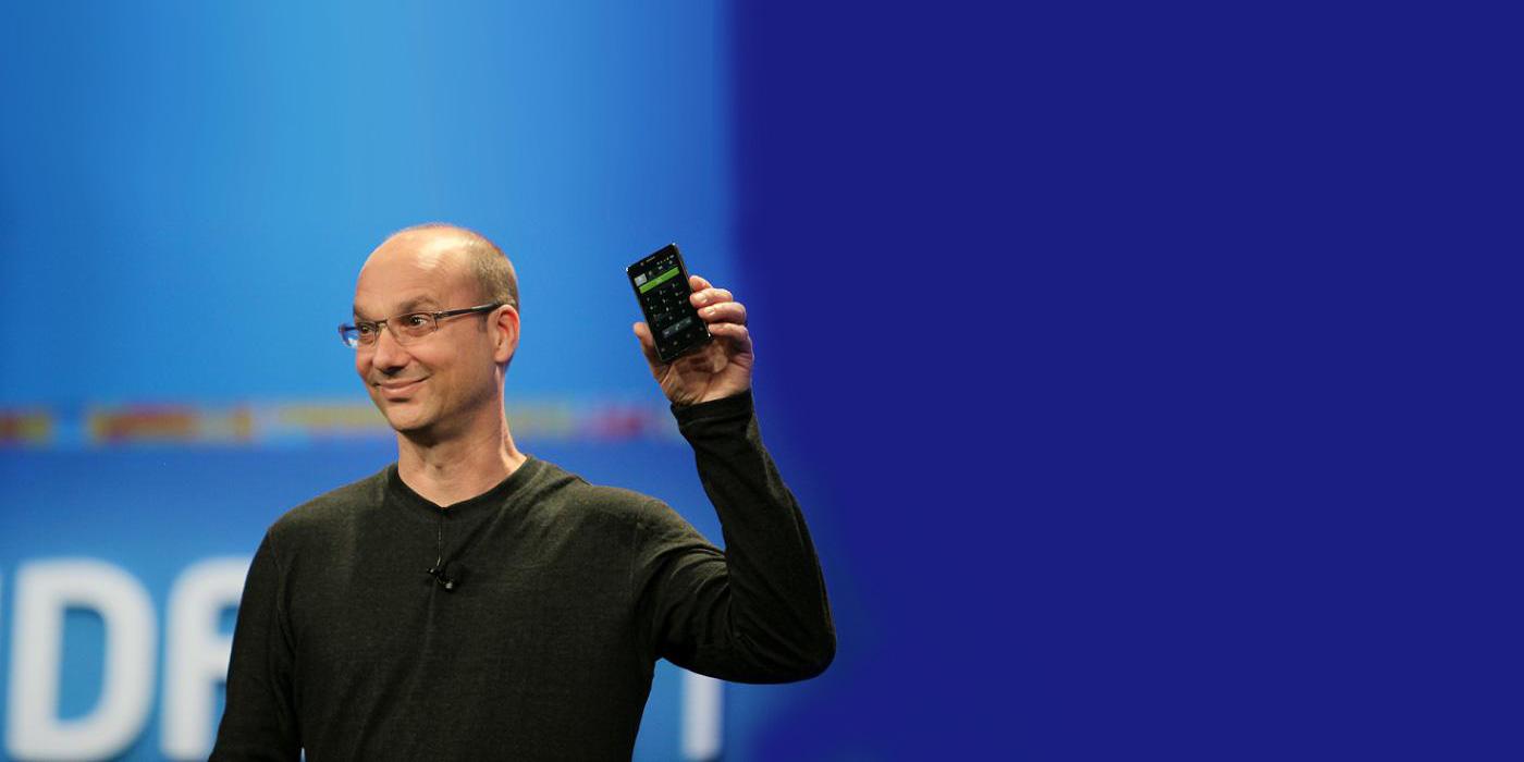 Andy Rubin con el smartphone Essential